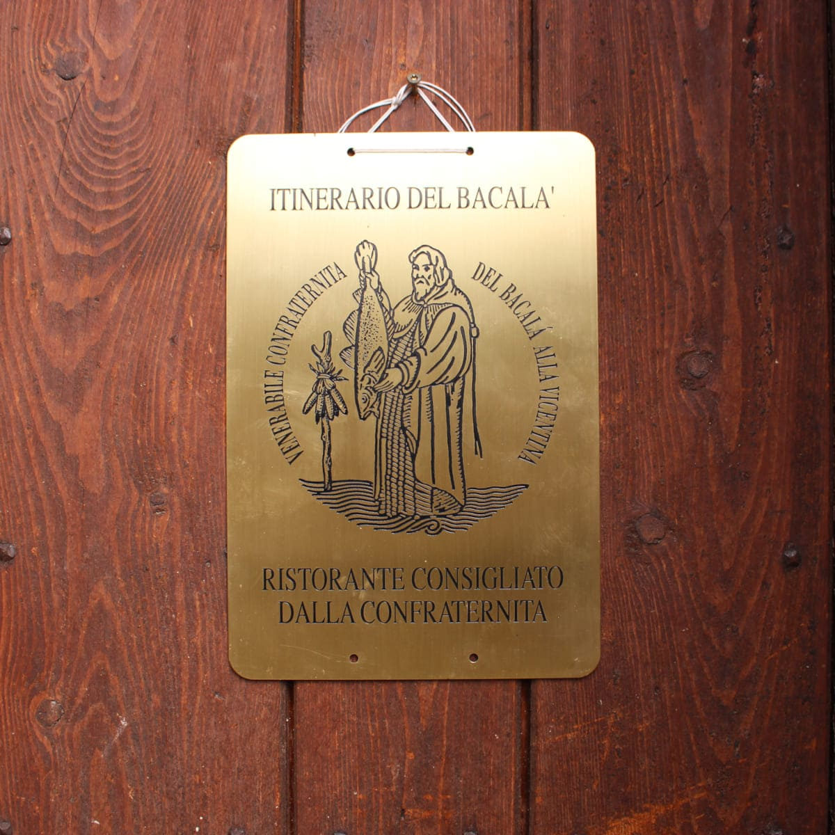 La targa della Confraternita del Bacalà alla Vicentina di Sandrigo